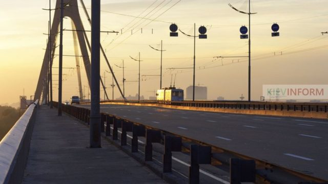 Kyiv_Moscow_Bridge.jpg